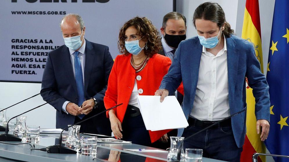 Foto: El ministro de Justicia, Juan Carlos Campos (i), la portavoz del Gobierno, María Jesús Montero (2i), el vicepresidente segundo, Pablo Iglesias (d), y el ministro de Transportes, José Luis Ábalos (2d). (EFE)