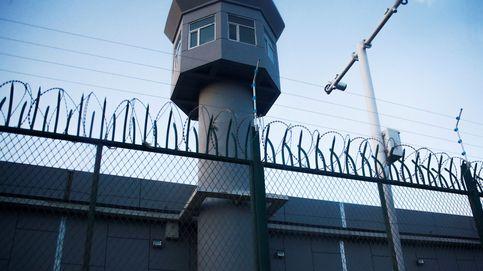 Los campos de concentración de China: de la tortura de la 'silla tigre' a las violaciones