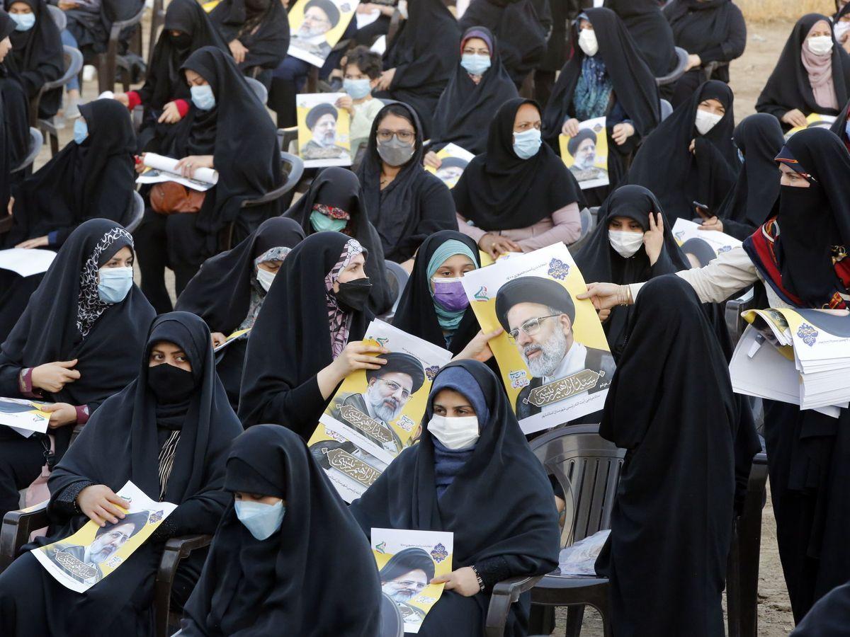 Foto: Partidarias del candidato presidencial Ebrahim Raisi en Teherán. (EFE)