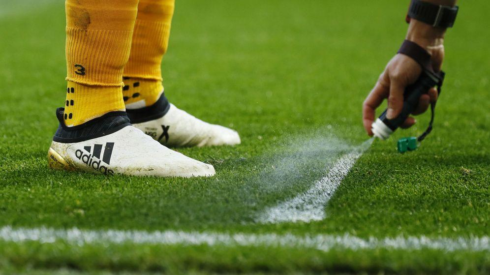 Foto: El uso del espray está generalizado en el fútbol desde hace unos años. (Reuters)