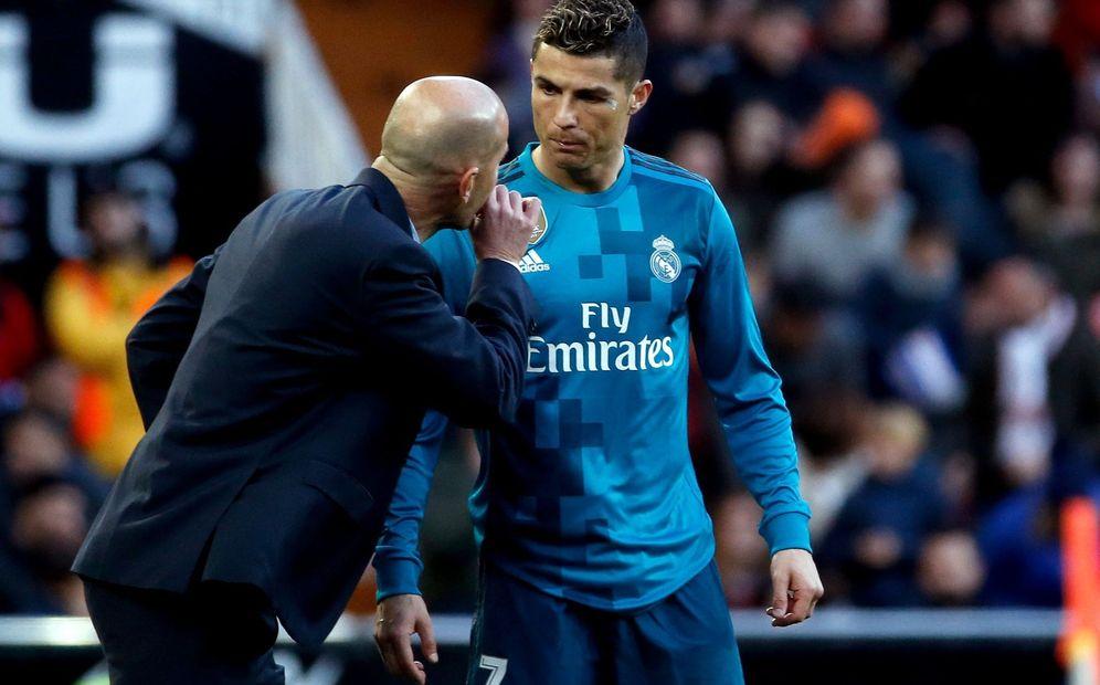 Foto: Zidane charla con Cristiano en Mestalla. (EFE)