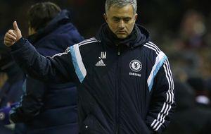 Mou se traga sus palabras y tira la Copa, como el Manchester City