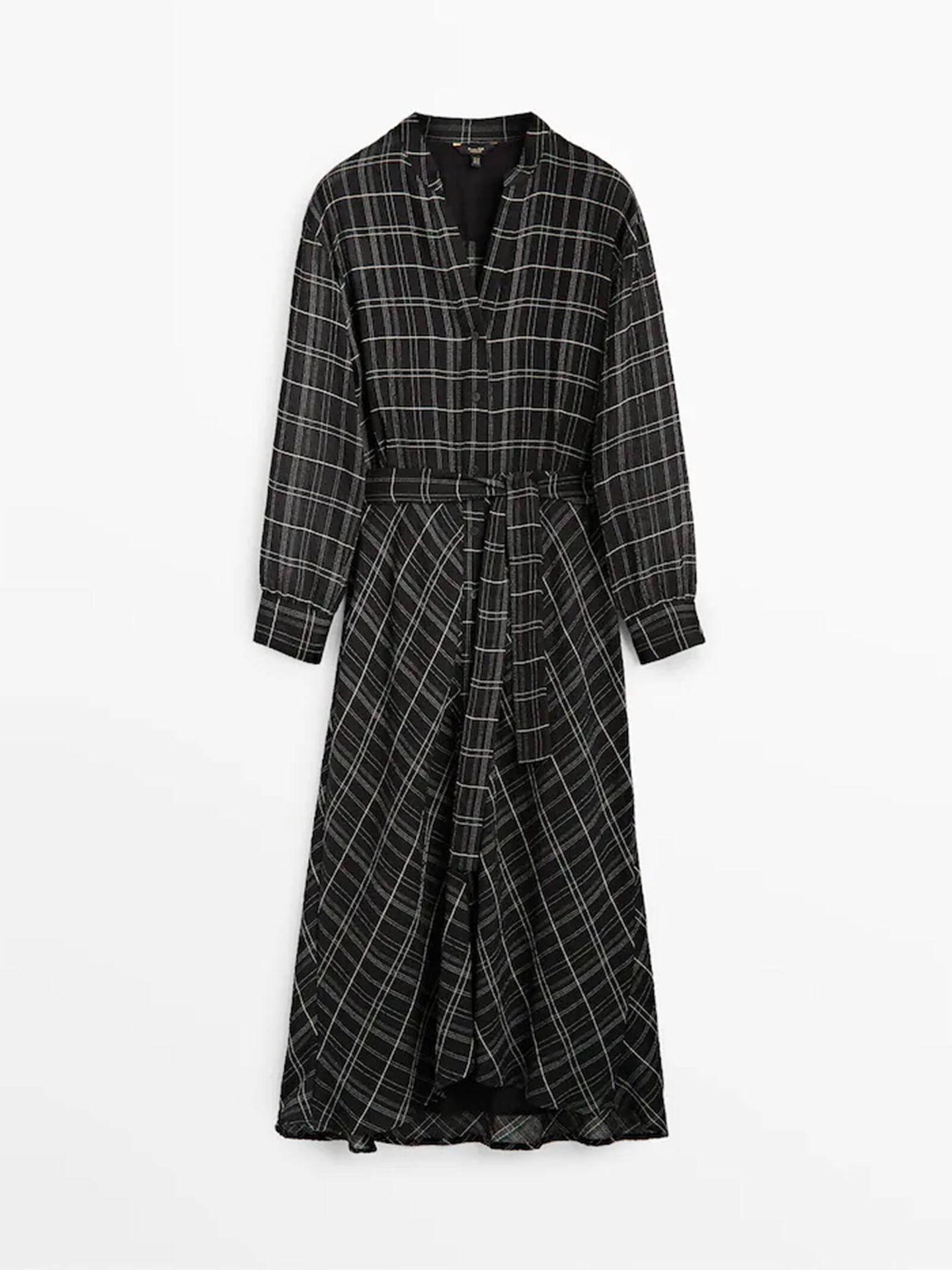 El vestido camisero de Massimo Dutti con estampado de cuadros que necesitas en tu armario. (Cortesía)
