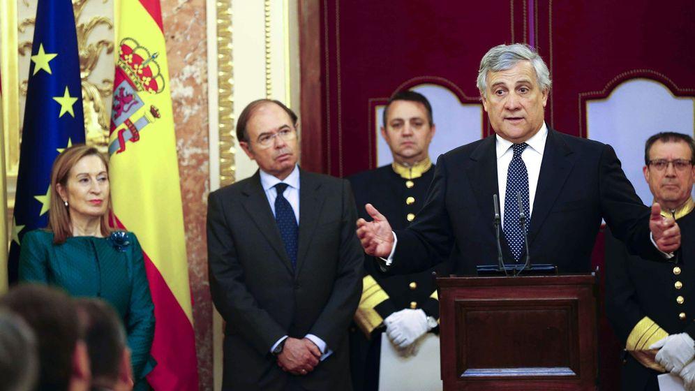 Foto: El presidente del Parlamento Europeo, Antonio Tajani (d), pronuncia unas palabras en el Congreso de los Diputados. (EFE)