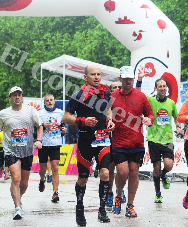 Foto: Jenaro García (Gowex) cruzando la metacon con el dorsal 4749 en el Maratón de Madrid. Foto:marathonfoto.com