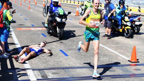 Vergüenza en el maratón: el líder se desploma... y el público se hace fotos