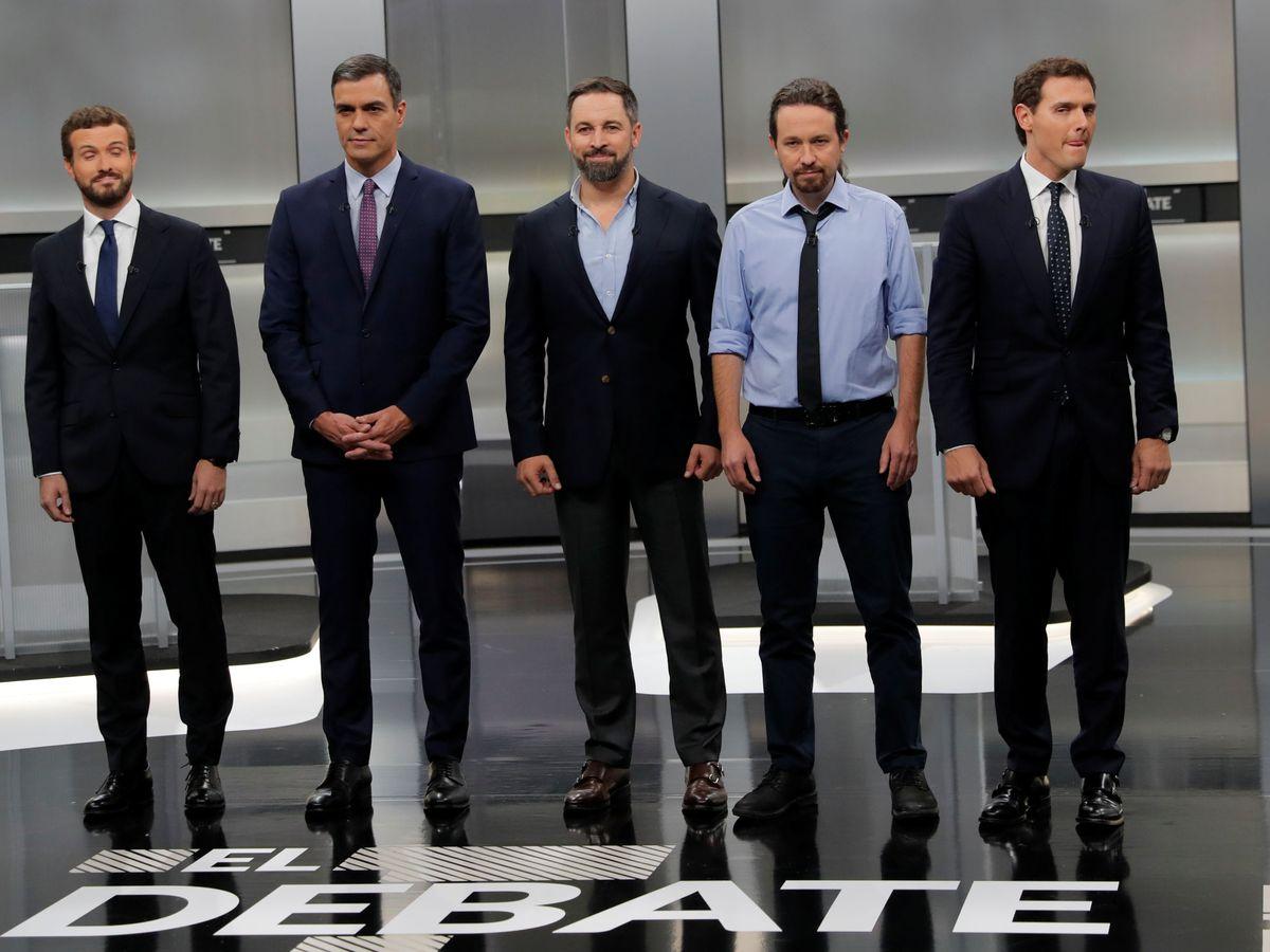 Foto: Los cinco candidatos antes de comenzar el debate. (Reuters)