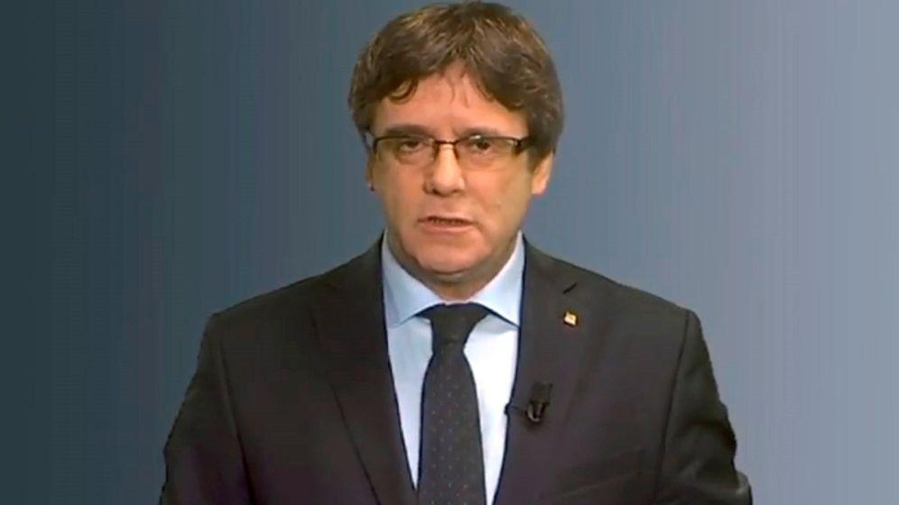 Foto: Mensaje difundido a través de las redes sociales del líder de Junts per Catalunya (JxCAT), Carles Puigdemont. (EFE)