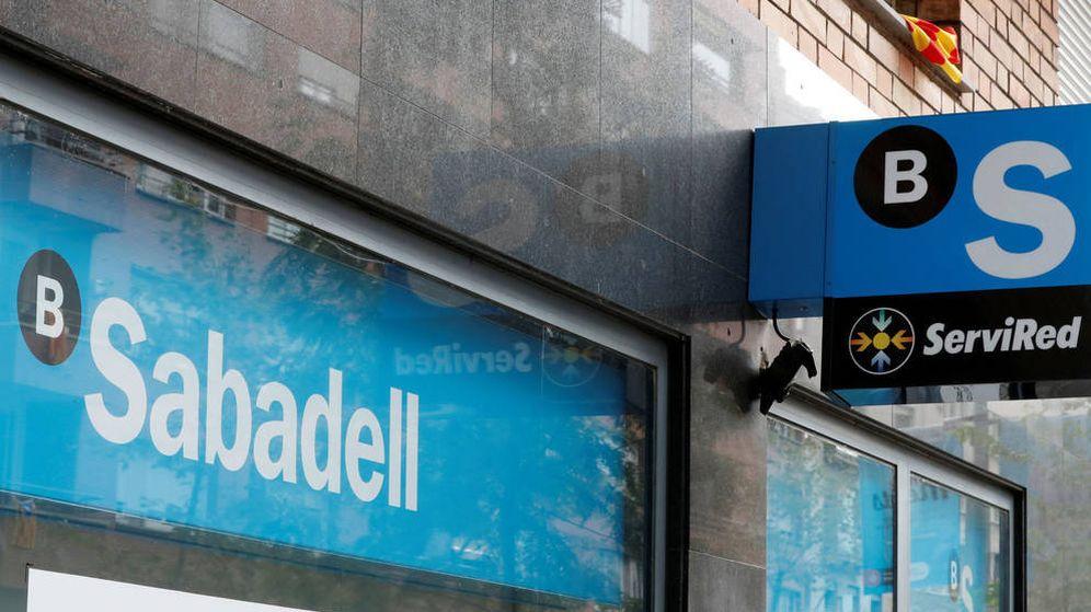 Foto: Una oficina del Banco Sabadell en Barcelona. (EFE)