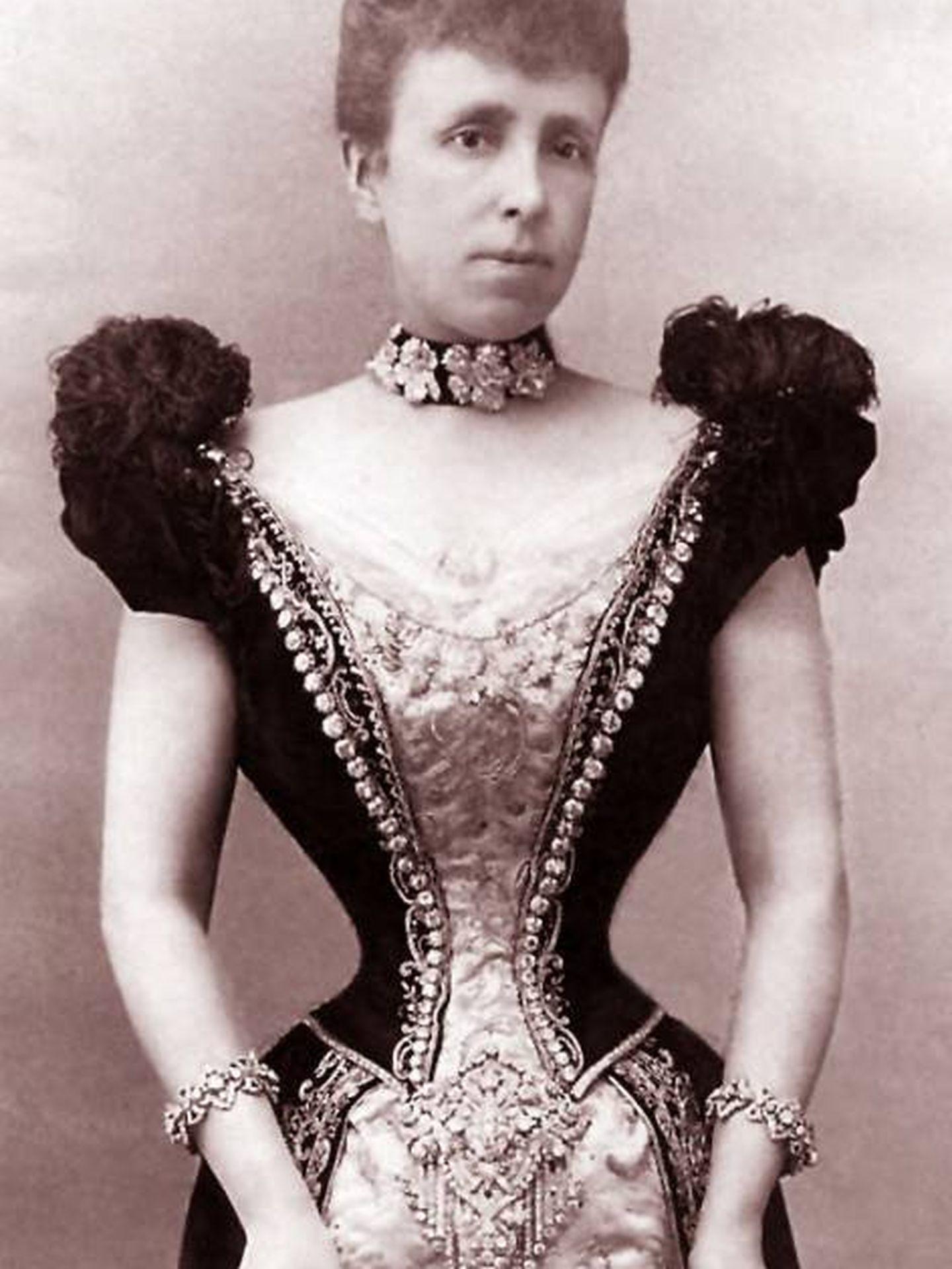 La reina María Cristina con el broche.