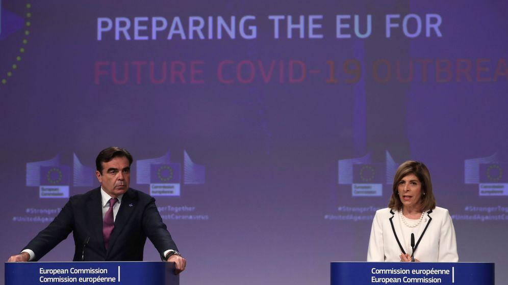 Foto: Los comisarios Margaritis Schinas y Stella Kyriakides. (Reuters)