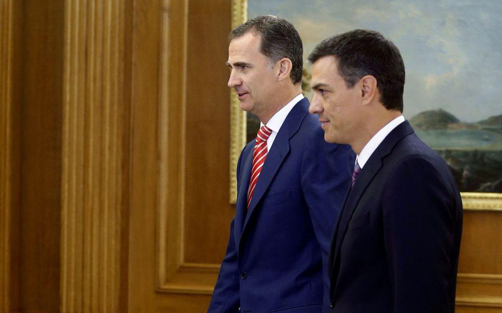 Foto: El rey Felipe VI recibe a Pedro Sánchez en el palacio de la Zarzuela, este 28 de julio. (Reuters)