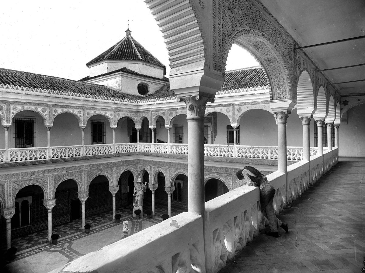 Foto:  Foto histórica del patio de Casa de Pilatos. (Cordon Press)