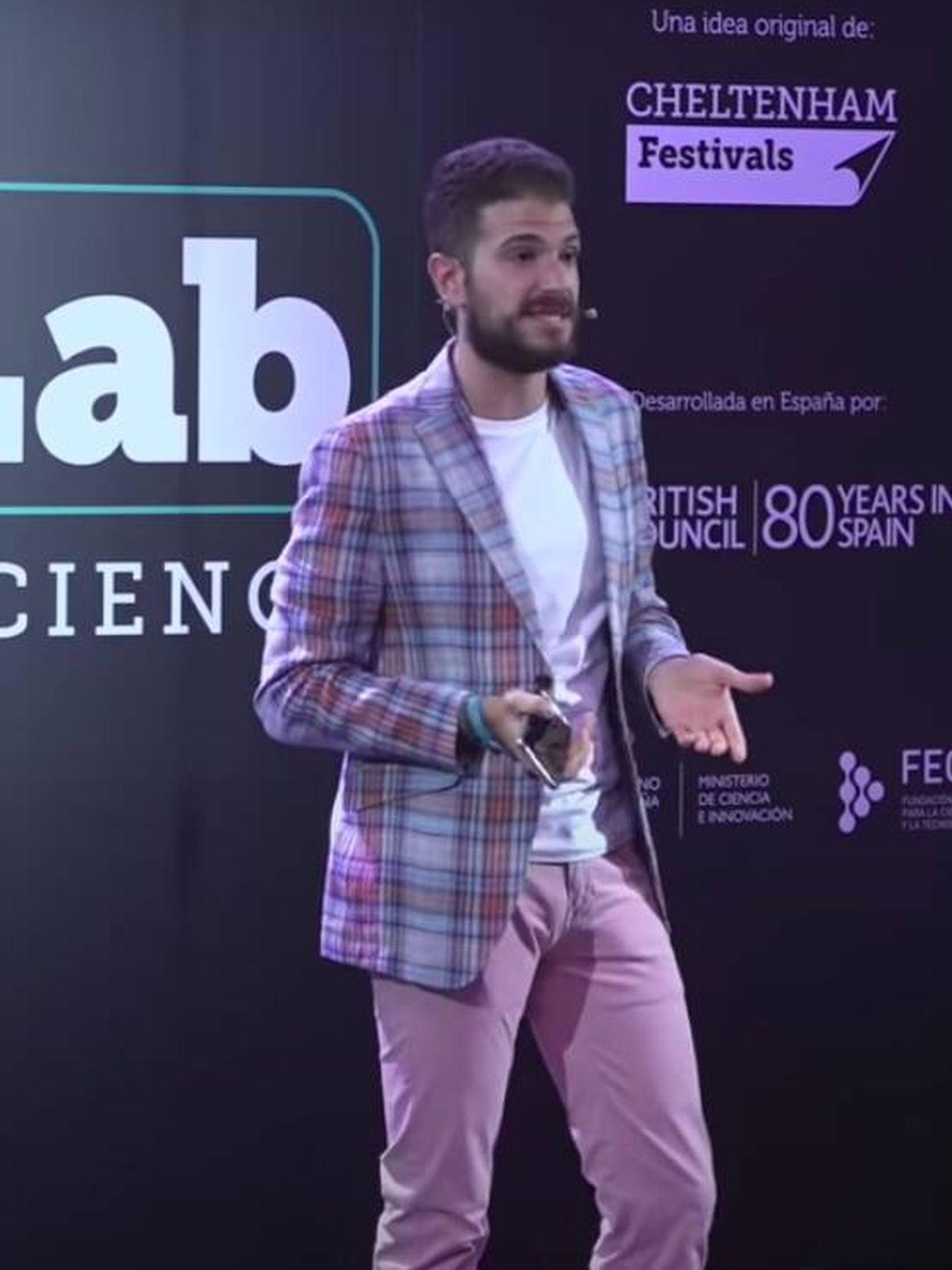 Alejandro Sánchez, durante el monólogo. (YouTube)