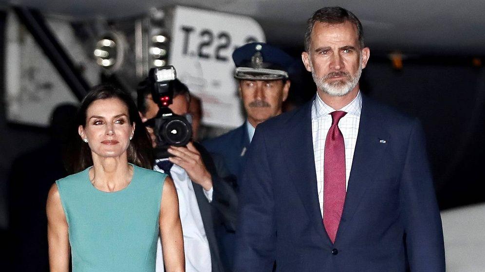Foto:  Los Reyes a su llegada a Buenos Aires. (EFE)