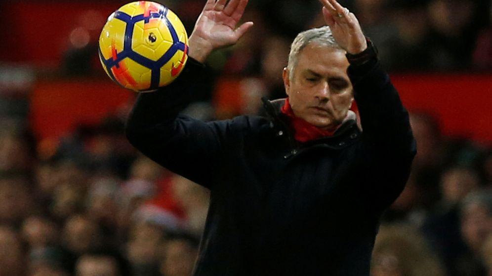 Foto: Mourinho, durante el partido del Manchester United contra el Burnley en Old Trafford. (Reuters)