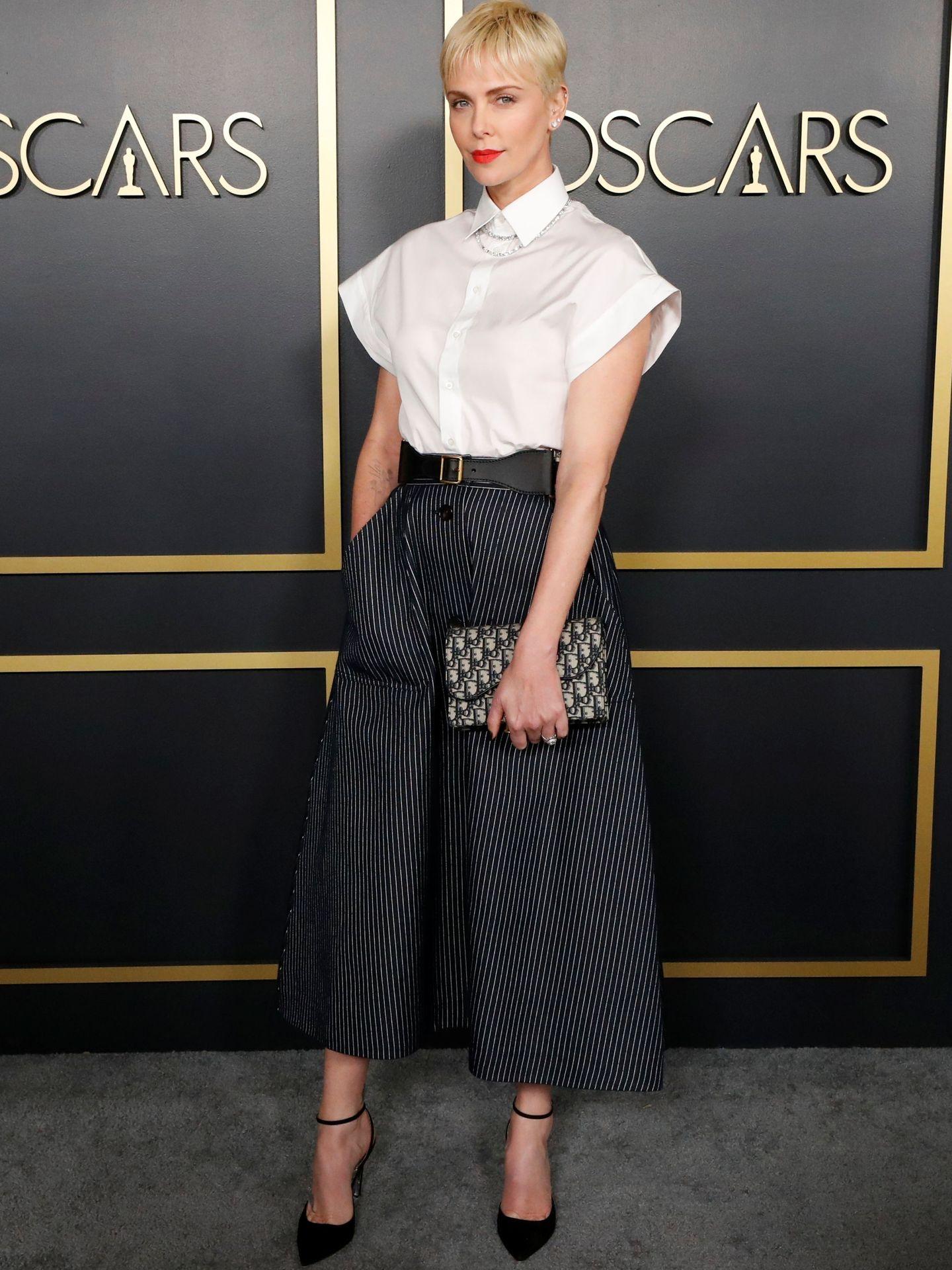 Charlize Theron, con total look de Dior.  (Reuters)