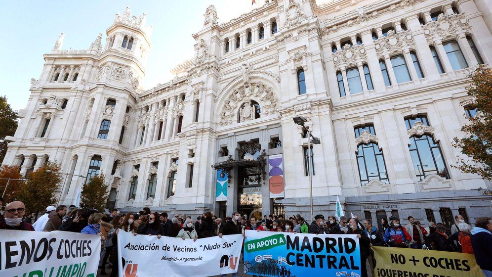 Foto: Manifestación en apoyo a Madrid Central. (EFE)