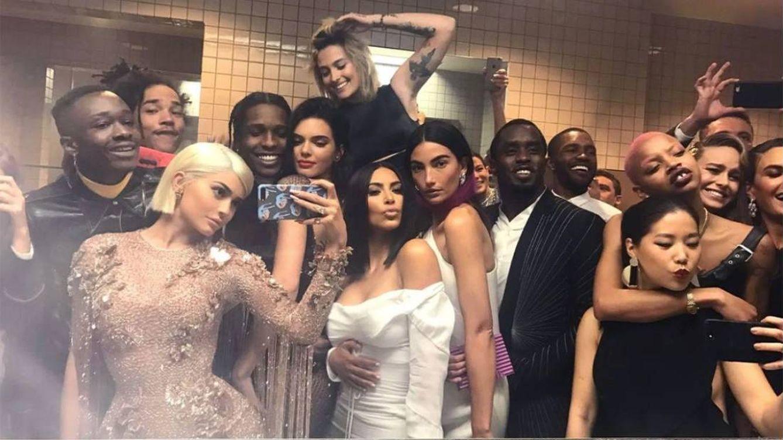 Los siete pasos del perfecto selfie frente al espejo del baño