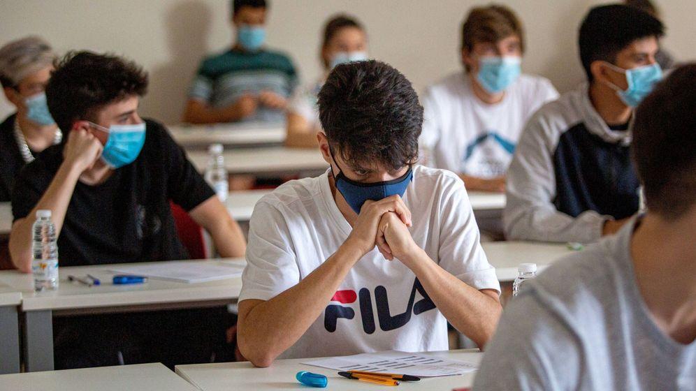 Foto: Nervios y mascarillas en la prueba de EBAU. Foto: EFE Raquel Manzanares
