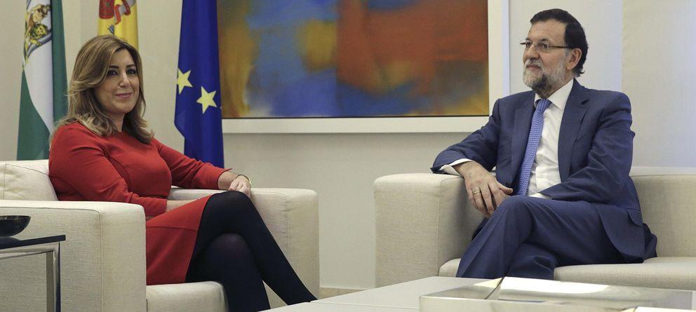 Foto: El presidente del Gobierno, Mariano Rajoy (d), conversa con la presidenta de Andalucía, Susana Díaz. (EFE)