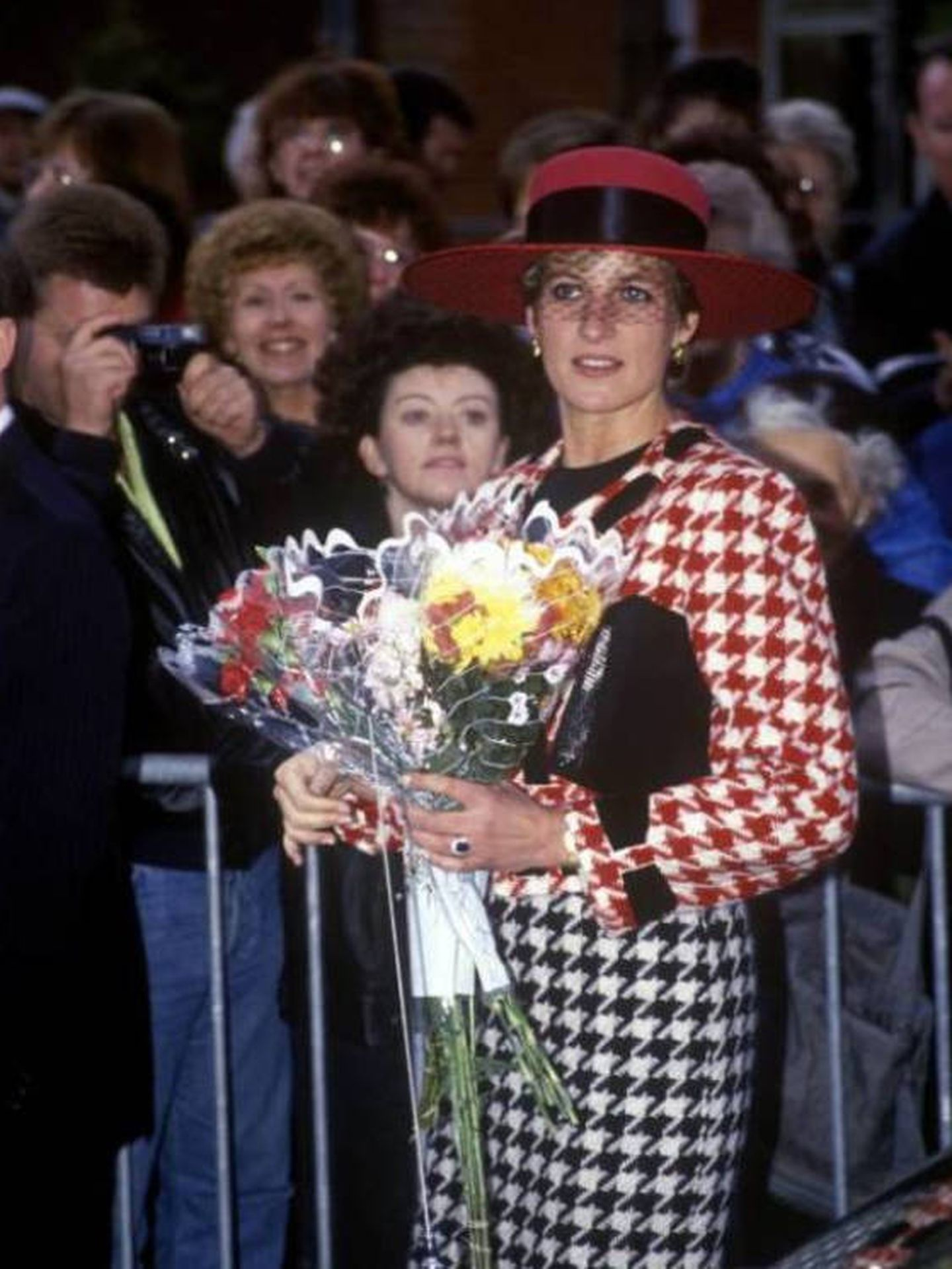 Diana de Gales, con un total look de pata de gallo. (Cordon Press)