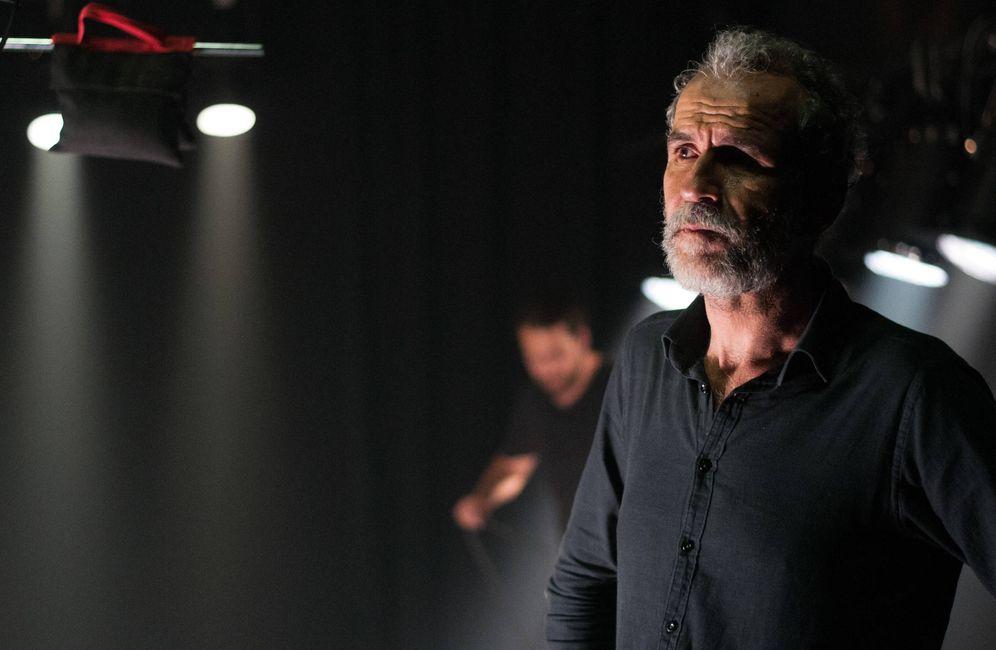 Foto: Willy Toledo durante el rodaje de 'El rey' (Carmen Castellón)