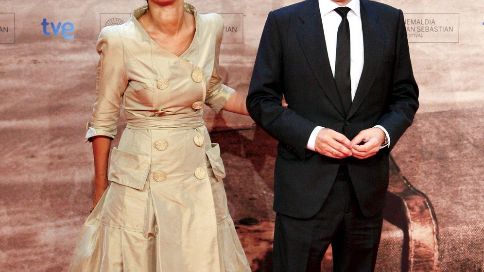 Foto: El exlehendakari, Patxi López (d), junto a su mujer, Begoña Gil (i), posan antes de participar en la gala inaugural de la 59 edición del Festival Internacional de Cine de San Sebastián. (EFE)