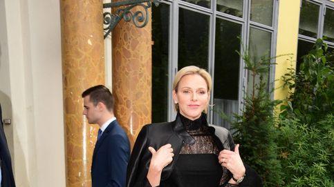Charlène de Mónaco acierta con un look rockero en la Fashion Week de París