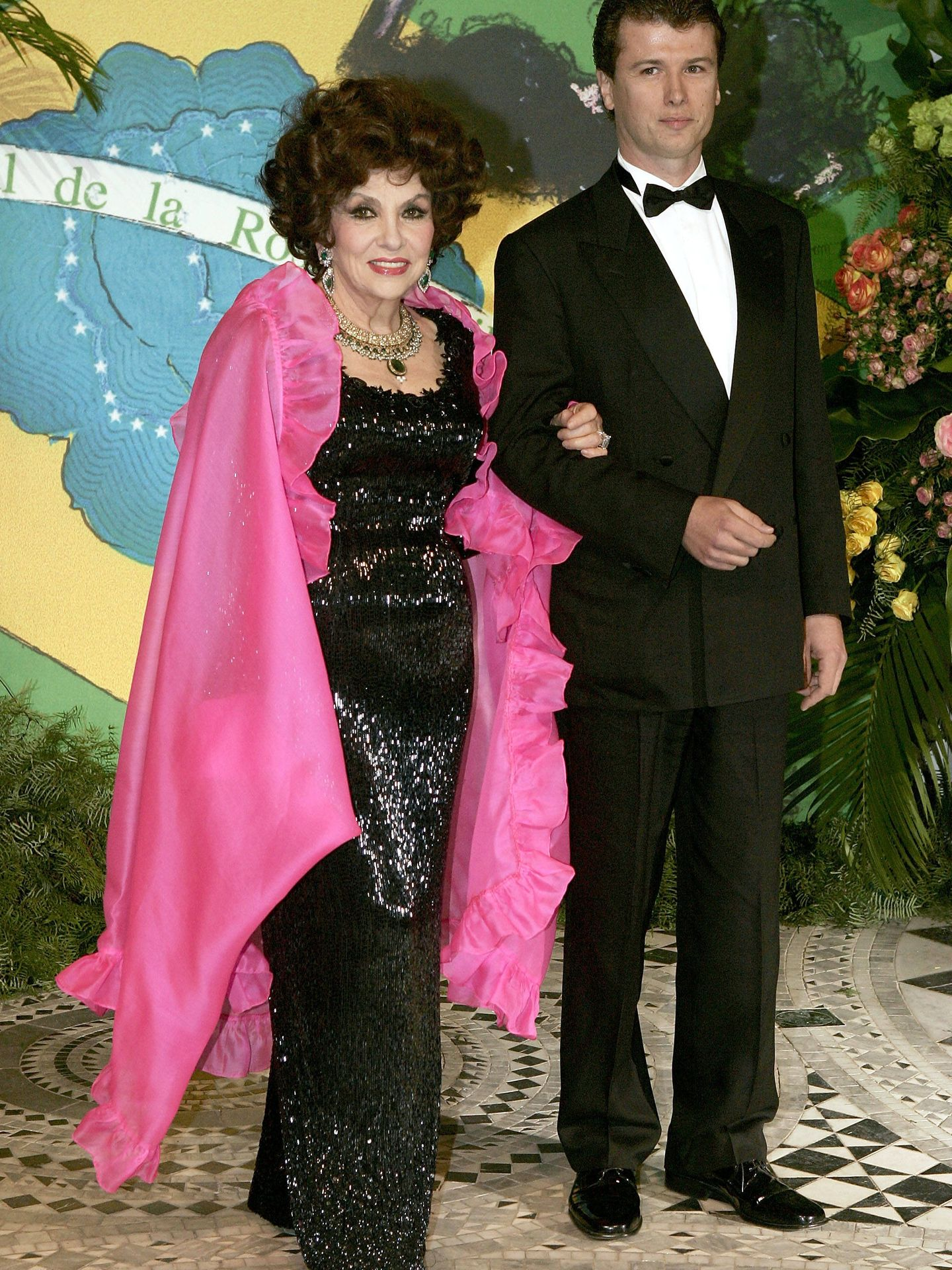 Gina Lollobrigida y Javier Rigau en el Baile de la Rosa de 2005. (Getty)
