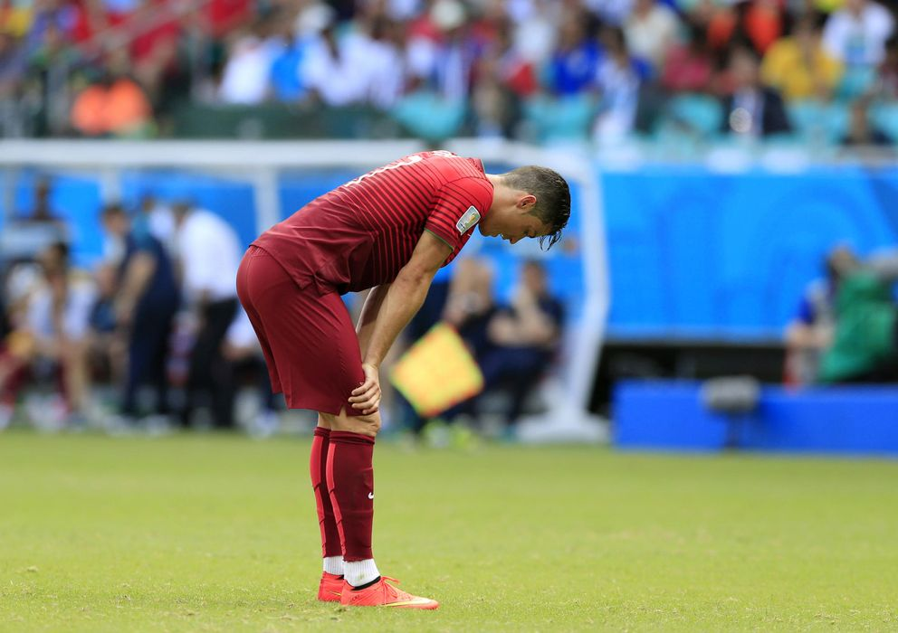 Foto: Cristiano Ronaldo, abatido después de encajar la goleada de Alemania (AP).