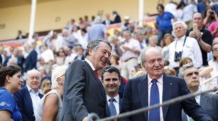 Michavila se lo pasó pipa en el desfile gritando elecciones al paso de Sánchez