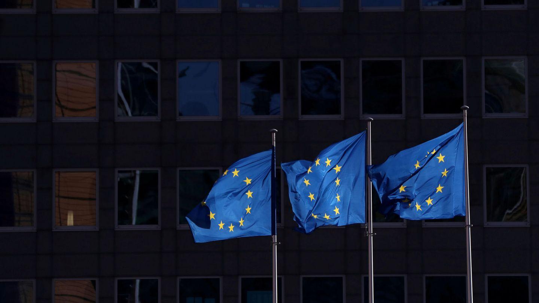 Banderas europeas, cerca de la sede del Ejecutivo comunitario. (Reuters)