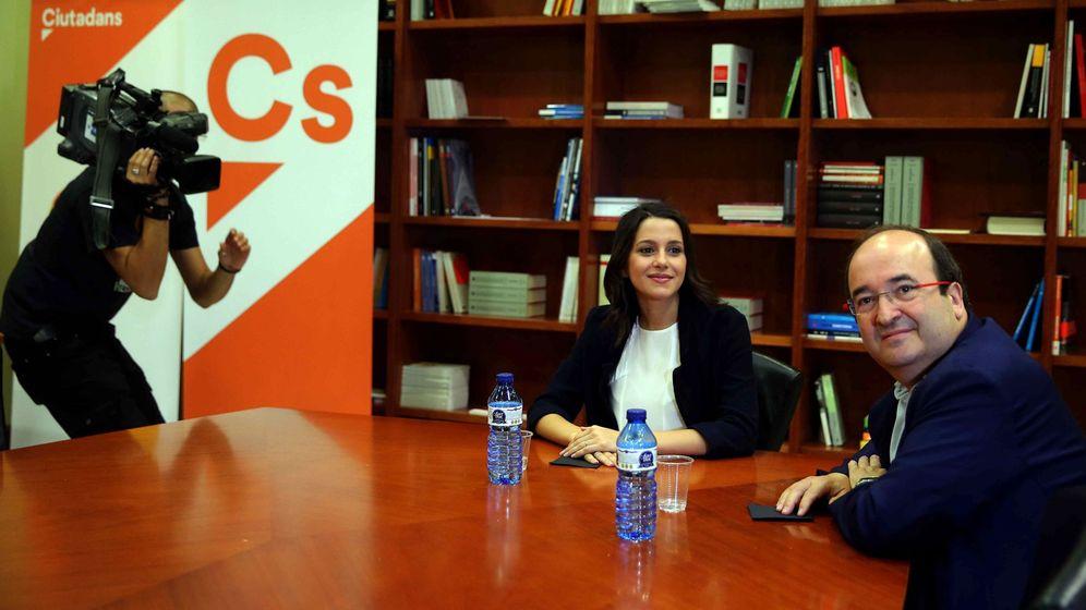Foto: La líder de Ciudadanos en Cataluña, Inés Arrimadas , junto al primer secretario del PSC, Miquel Iceta. (EFE)