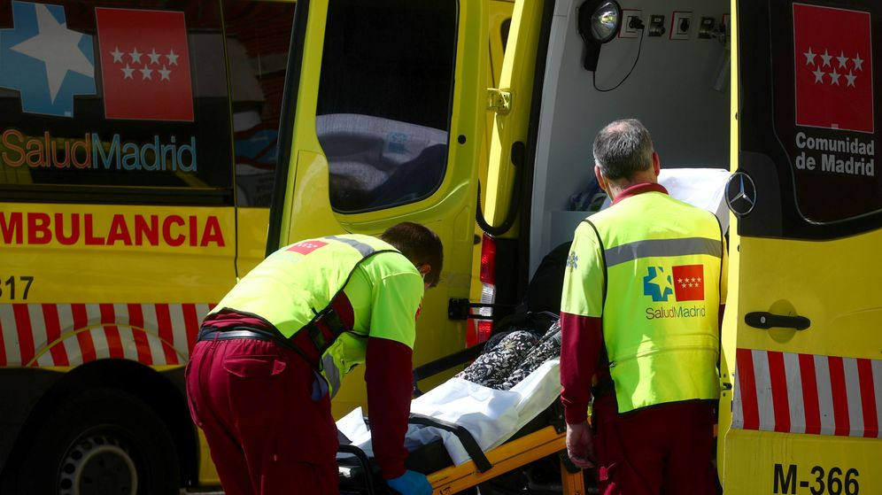 Foto: Una ambulancia de emergencias del coronavirus en Madrid. (Reuters)