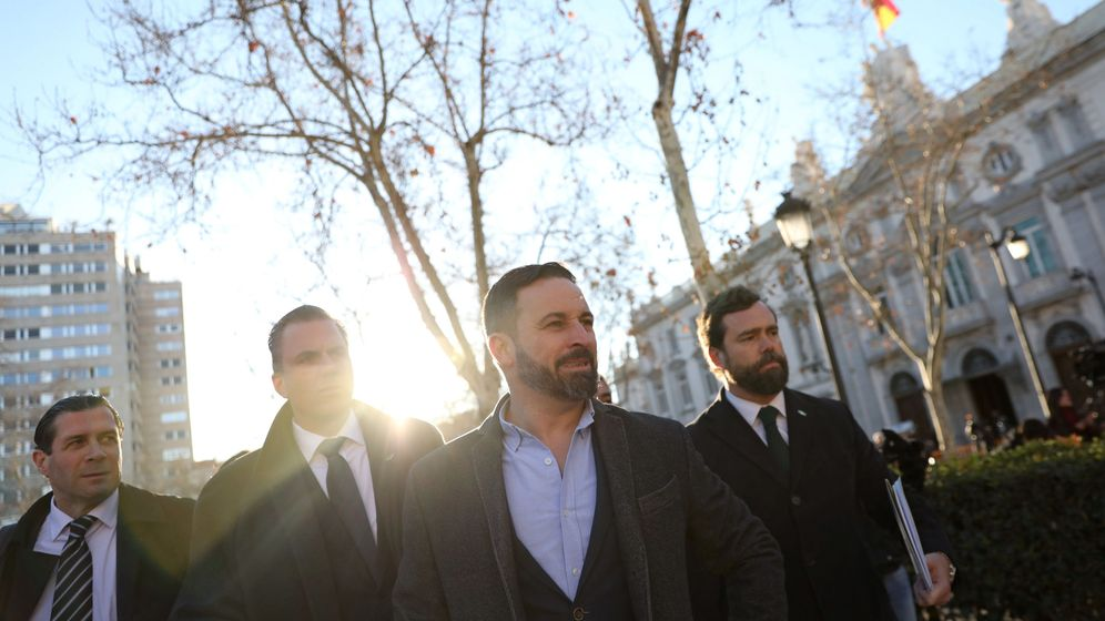 Foto: El líder de Vox, Santiago Abascal, a las puertas del Tribunal Supremo. (Reuters)