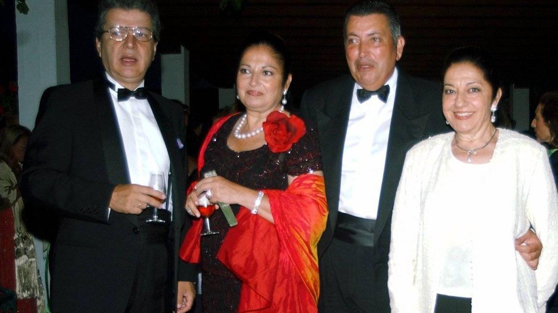 Juanita Reina junto a su hermana y dos amigos en los 90. (Cordon Press)