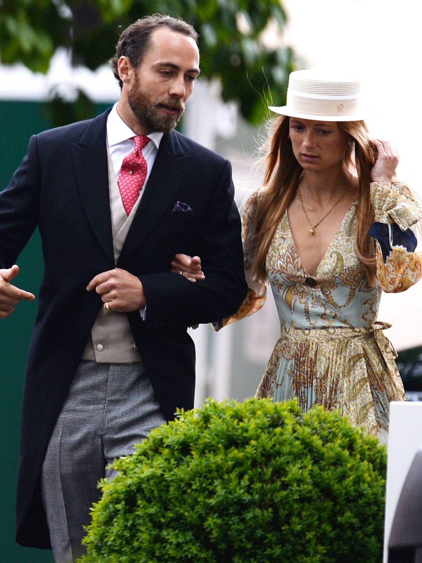 James Middleton y Alizee Thevenet, en la boda de Lady Gabriella Windsor. (Cordon Press)