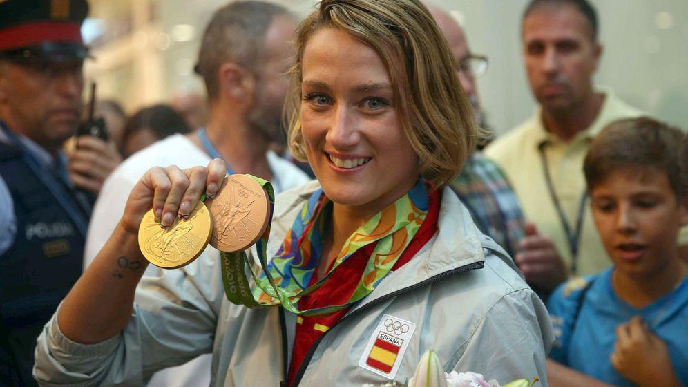 Foto: Mireia Belmonte a su llegada a España tras los Juegos Olímpicos de Río 2016 (Toni Albir/EFE)
