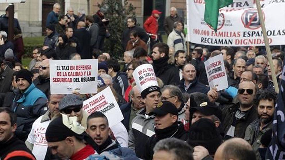 Manifestación masiva de taxistas en Madrid contra Uber, Cabify y la CNMC