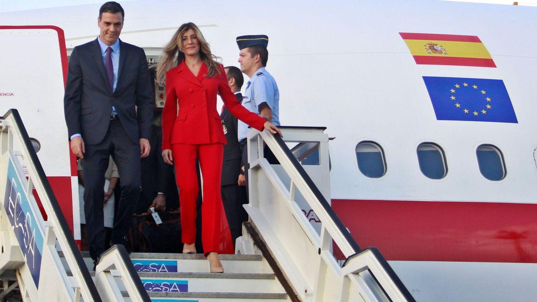 Pedro Sánchez y Begoña, a su llegada a La Habana. (EFE)