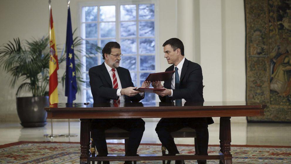 Rajoy y Sánchez almuerzan en Moncloa para hablar de pactos poselectorales
