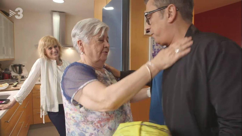 Buenafuente y su madre, ante la mirada de Gemma Nierga. (TV3)