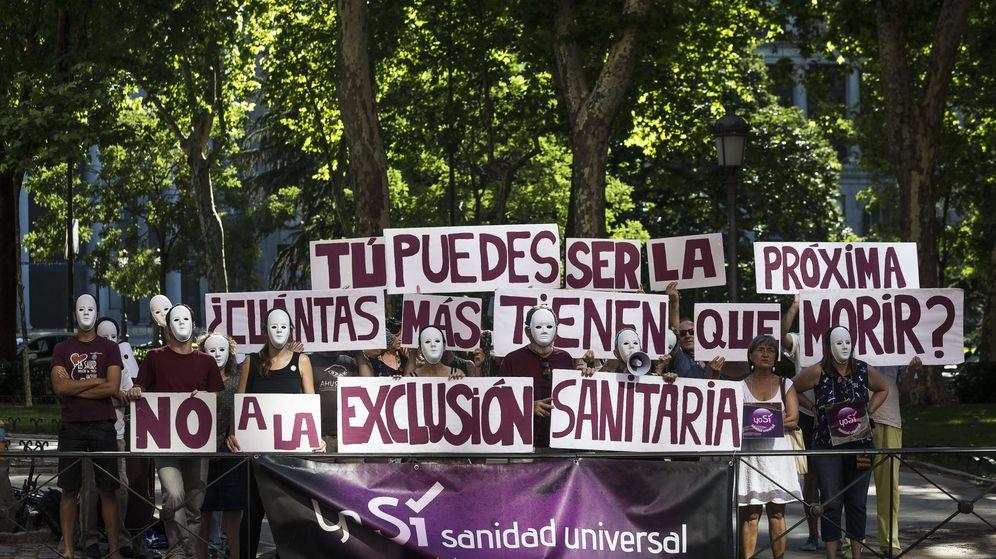 Foto: Una protesta en Madrid en favor de la sanidad universal. (EFE)