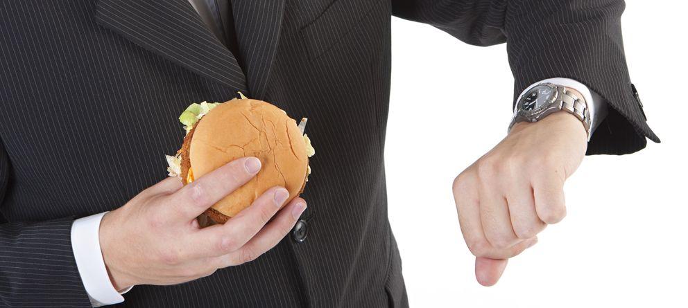 Foto: Esto es lo que debes hacer para adelgazar sin necesidad de seguir a rajatabla una dieta basada en alimentos saludables. (iStock)