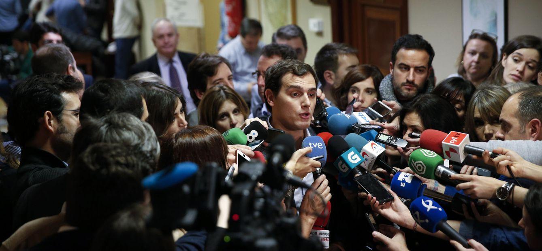 Albert Rivera, ante los periodistas este 7 de enero tras recoger su credencial de diputado en el Congreso. (Reuters)