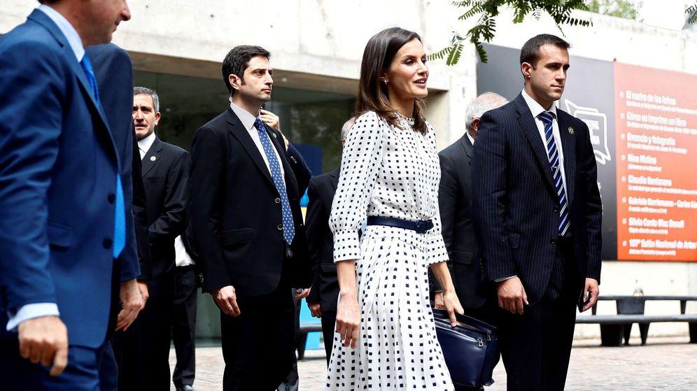 Foto: La reina Letizia, a su llegada a un encuentro con la colectividad española en el Museo Caraffa de Córdoba. (EFE)