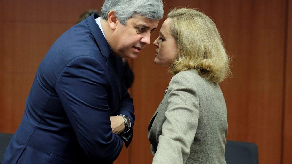 Foto: Calviño charla con el presidente del Eurogrupo. (EFE)