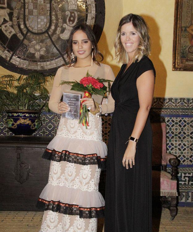 Foto: Gloria Camila recoge el premio para su madre. (Gtres)