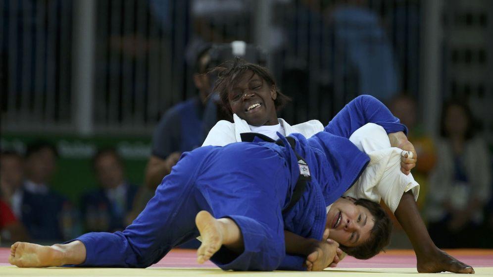 Foto: Un momento del combate por el bronce entre Bernabéu y Koch (Lucy Nicholson/Reuters)